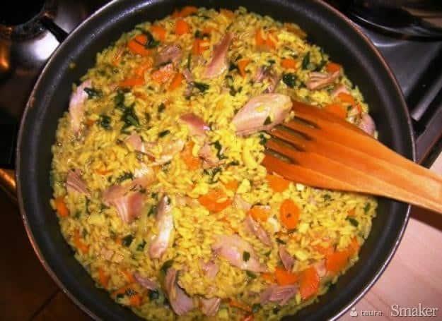 Ostry ryż curry z indykiem